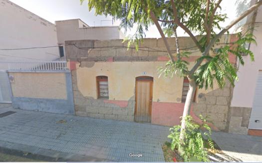 Solar con construcción antigua en Güímar