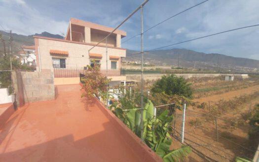 Se vende casa con terreno en Güímar