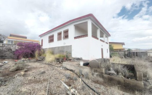 Casa con terreno en zona del Carretón en Arafo